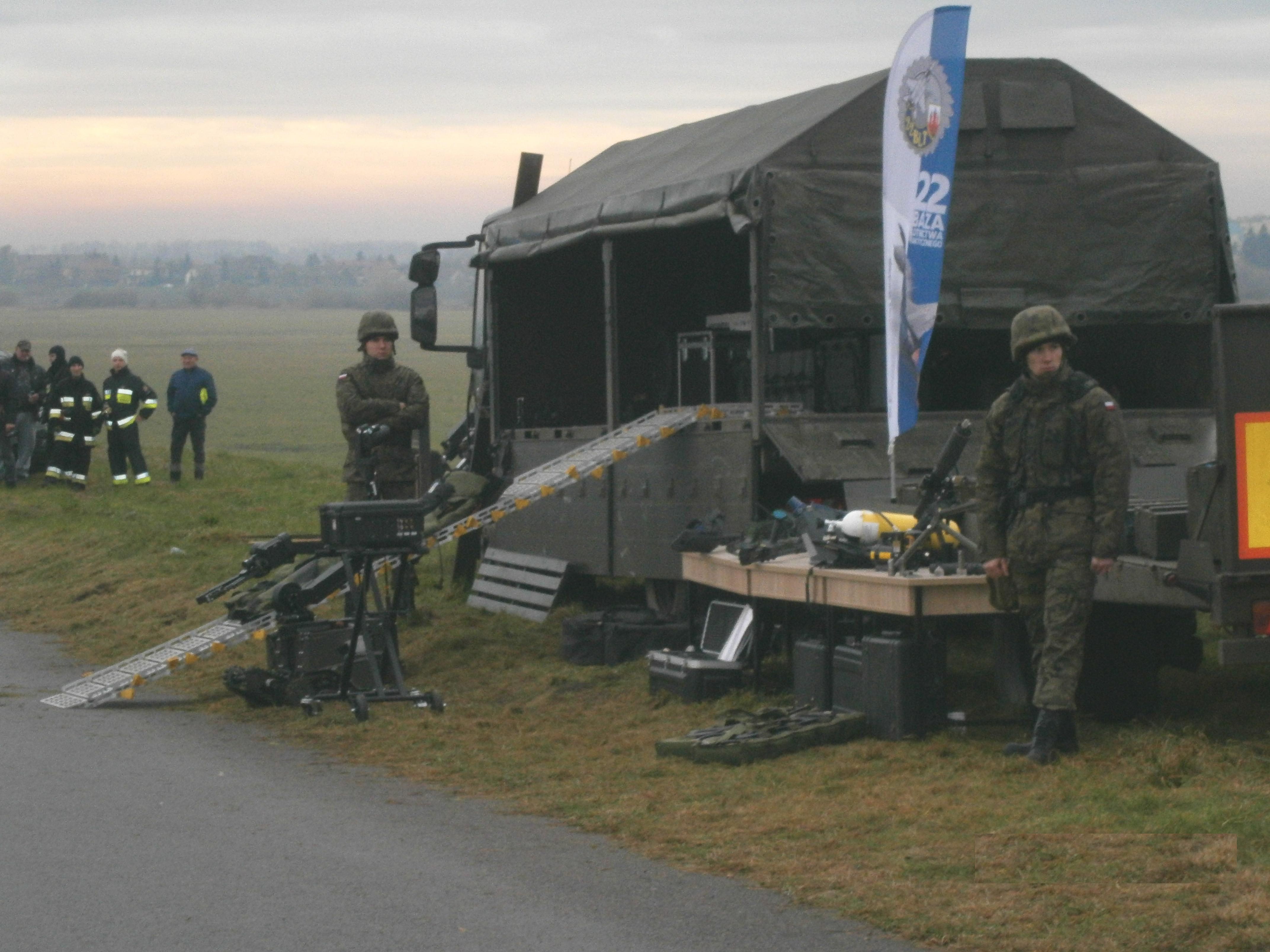 Wojsko przy moście 240096